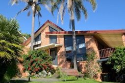 Exterior-of-house-front-at-Stanwell-Park